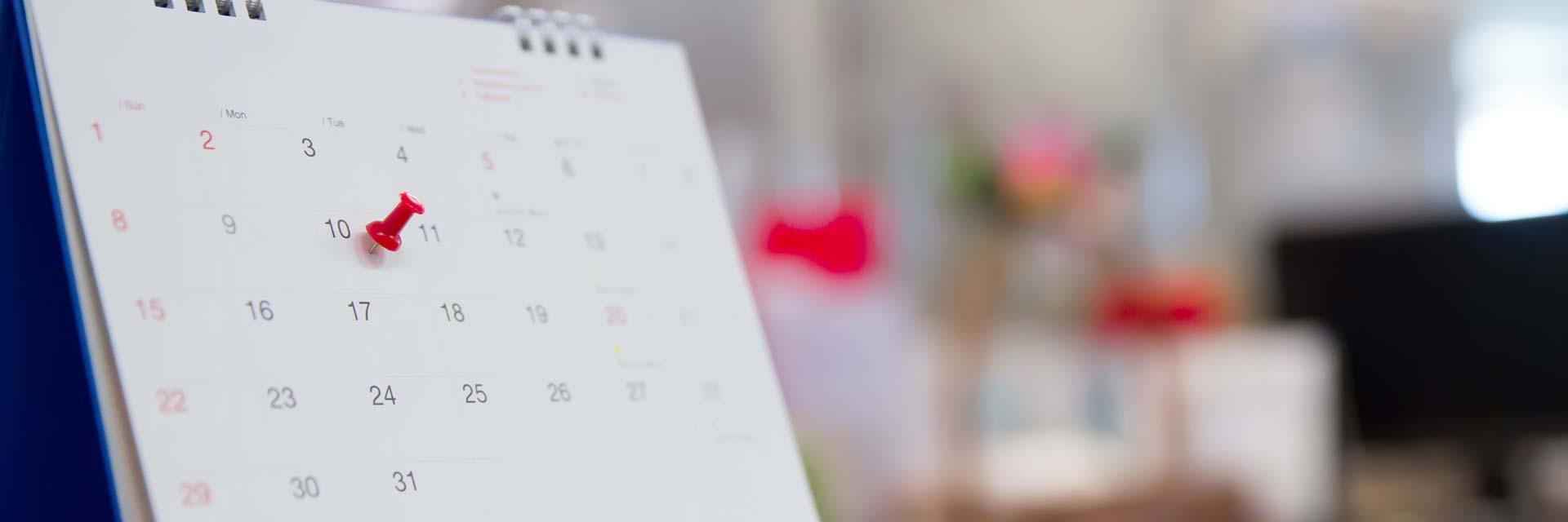 Coaching upplägg pris illustrerat av kalender med pin för rätt datum