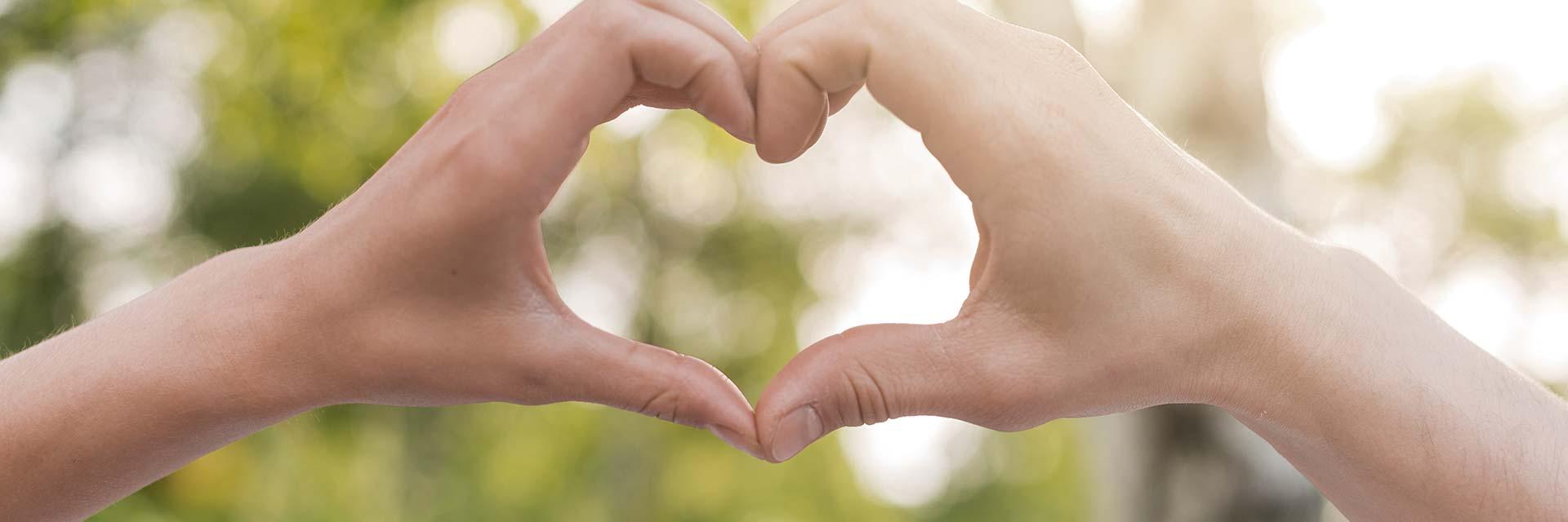 Referenser och citat för business coach Hanna Plymouth illustrerade av två händer som formar ett hjärta