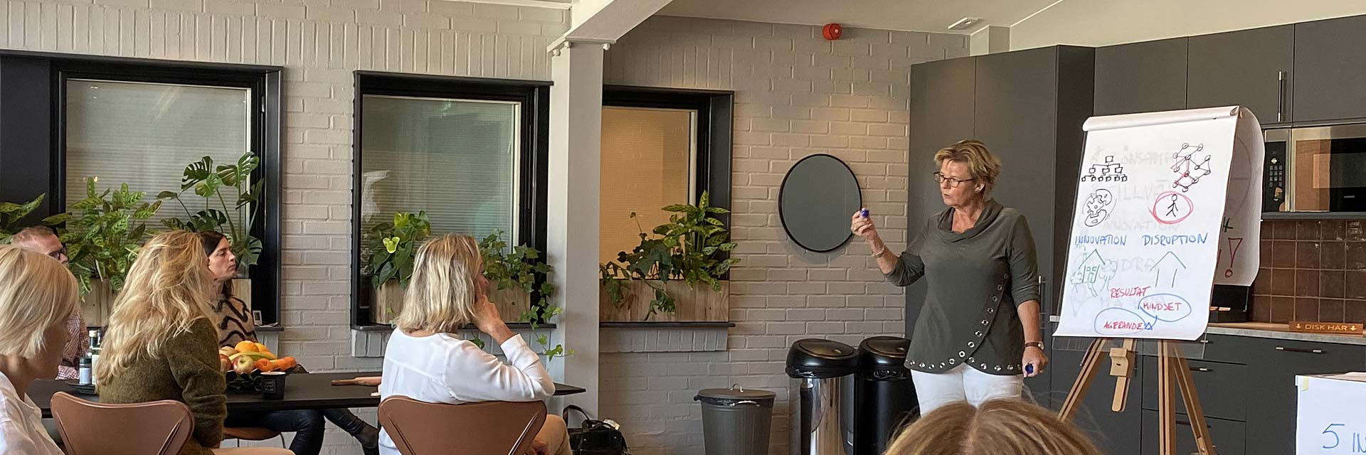 Workshop med business coach hanna plymouth deltagare blädderblock