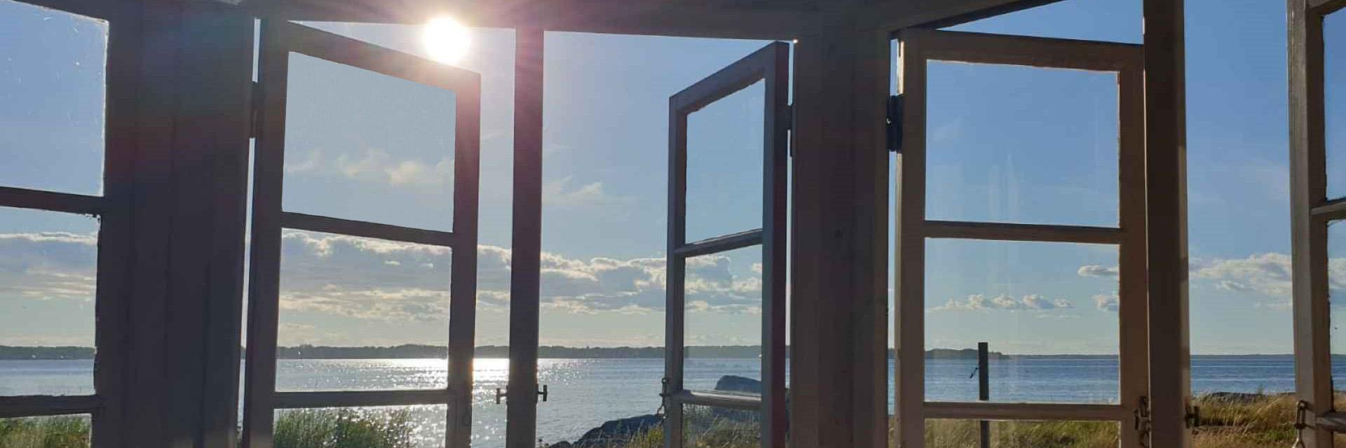 Vision med Passion för säljcoaching ledarskapscoaching illustrerad av sol himmel hav och öppna fönster